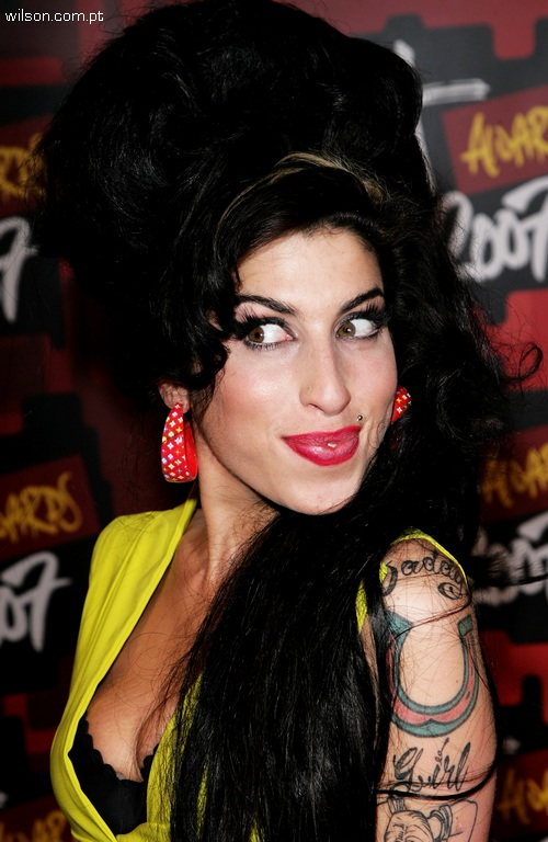 http://ecleticools.files.wordpress.com/2010/07/amy-winehouse2.jpg